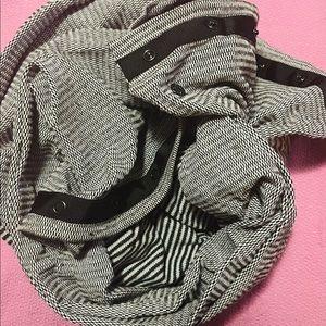 Lululemon preloved vinyasa infinity button scarf